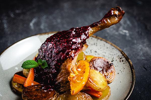 Confit de canard maison – garni Fromage ou dessert en Haute-Vienne| Le Relais de la Tour